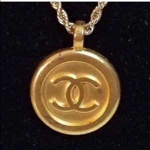 Vintage Chanel pendant + chain